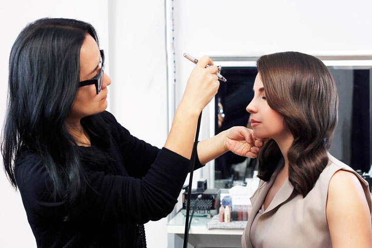 Airbrush Makeup Guide- Clear All Your Doubts & Get A Flawless Look